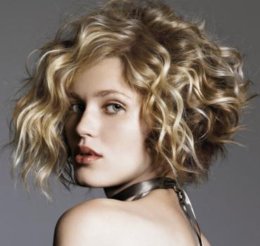 les-coiffures-de-noel-carre-plongeant-boucle-4027991ttyeg_2041